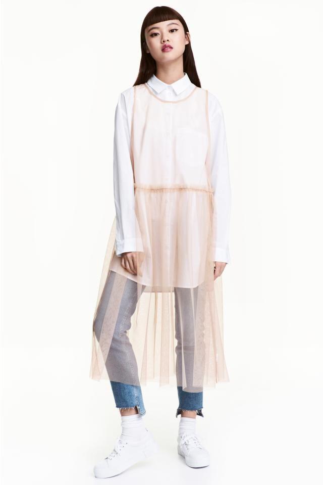 Платье из сетки: Платье длиной до середины икры и прозрачного тюля. Модель без рукавов, с отрезной талией и юбкой в складку. Просторный фасон.