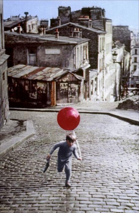 Le ballon rouge    1956. Me recuerda al maestro que me la enseño en clases de cine Enrique Eilers