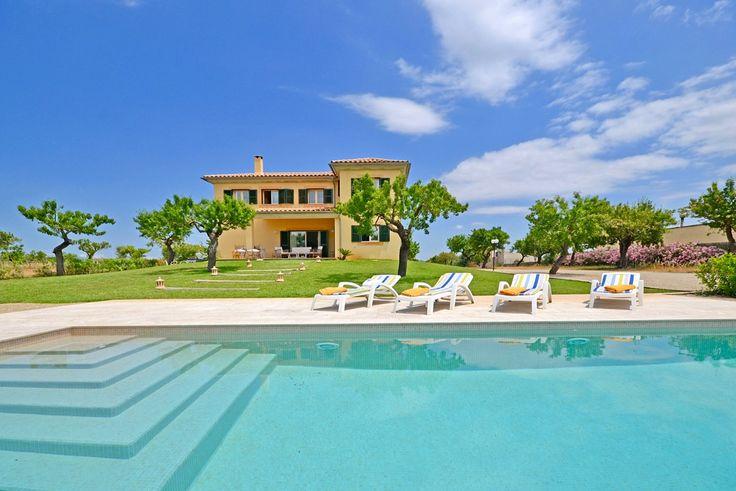 Landhaus im Herzen von Mallorca mit moderner Ausstattung, Pool, Klimaanlage, Kaminofen und Internetzugang. Sie mieten ein gepflegtes Anwesen nahe der Lederstadt Inca in Inselmitte von Mallorca.