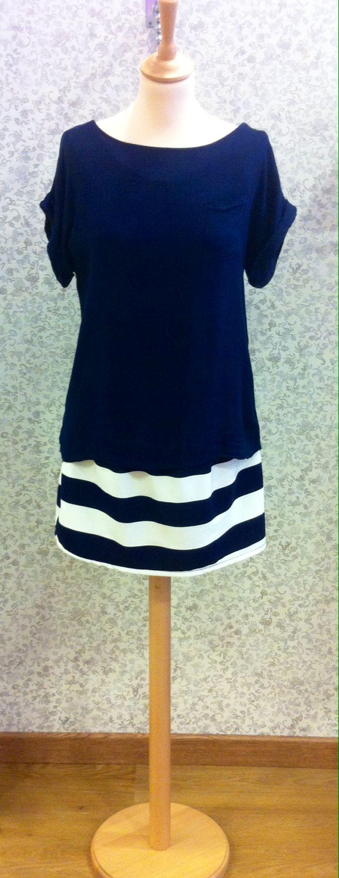 Vestido marinero azul marino y blanco, camisa sobre puesta azul marino