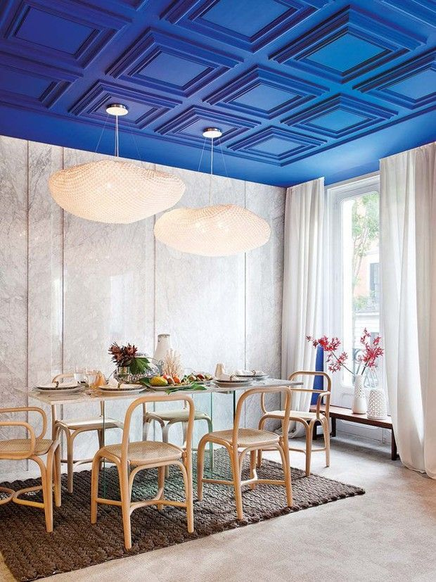 Sala de jantar colorida: 10 ideias para sair do comum - Casa Vogue |  Ambientes | Blue interior design, Dining room design, Ceiling decor