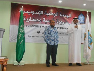 Di Depan Mahasiswa LIPIA Patrialis Akbar Berpesan Umat Islam Harus Jadi Pemain  Hakim Konstitusi Dr Patrialis Akbar SH MH (kiri) di depan Mahasiswa LIPIA Jakarta dalam Kuliah Umum bertajuk NKRI: Urgensi Syariah dan Peradaban Jumat 7 Rajab 1437 H (15/4/2016). (Foto: Abd Aziz)  JAKARTA (SALAM-ONLINE): Di seluruh negara yang menganut paham demokrasi dijalankan oleh mereka yang berasal dari orang-orang politik. Karena itu kita tak boleh alergi denganpolitik. Perlu bekal intelektualitas dan…
