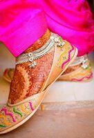 Punjabi bride..wear punjabi jutti..mehndi..n jhanjar.... ;)