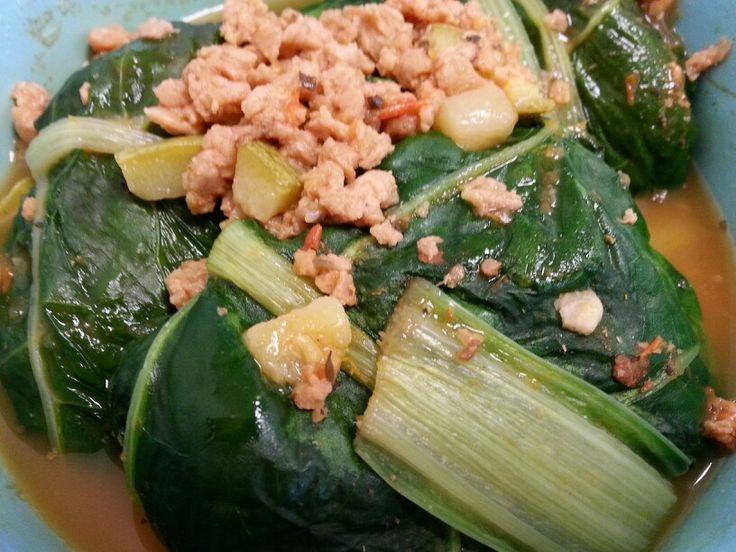 Rollitos de acelgas rellenos de soya orgánica con vegetales.