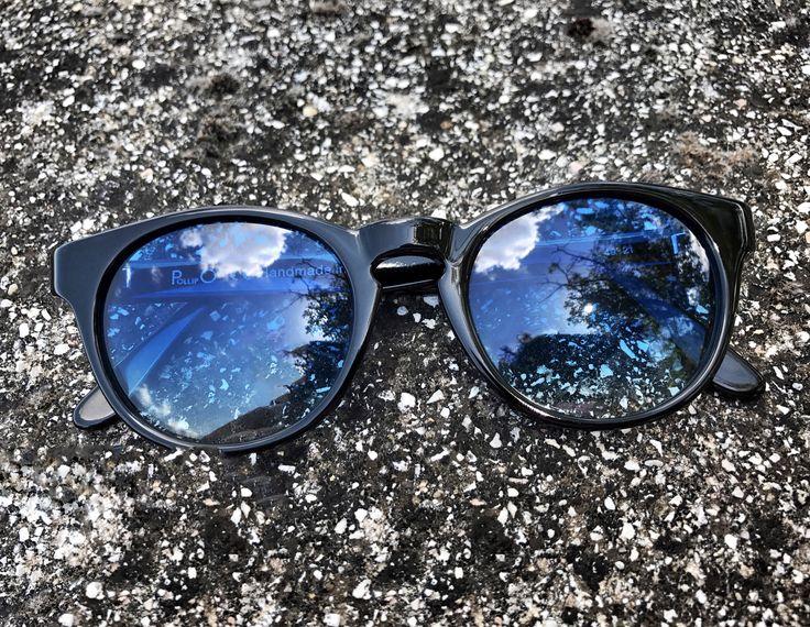 OCCHIALI CHE COLORANO IL CIELO - Modello ONDA, in acetato NERO, finitura SPECCHIO, che guarda in AZZURRO. Pollipò Eyewear Sunglasses, beautifully handcrafted in Italy.