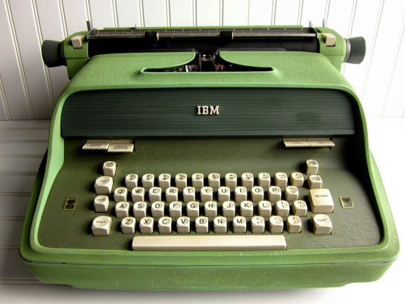 Vintage Typewriter 1960s IBM Executive Model 41 Electric Typewriter - www.remix-numerisation.fr