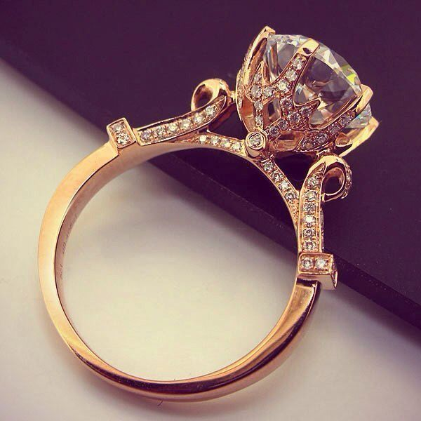 Beautiful and unique gold wedding ring.