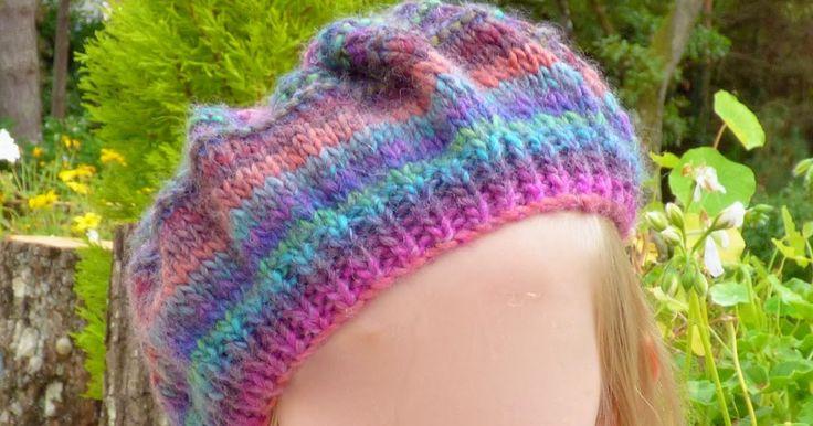 Voilà un un col asymétrique et un béret très faciles à tricoter : à la portée de n'importe quel débutant en tricot. Ils sont faits avec...
