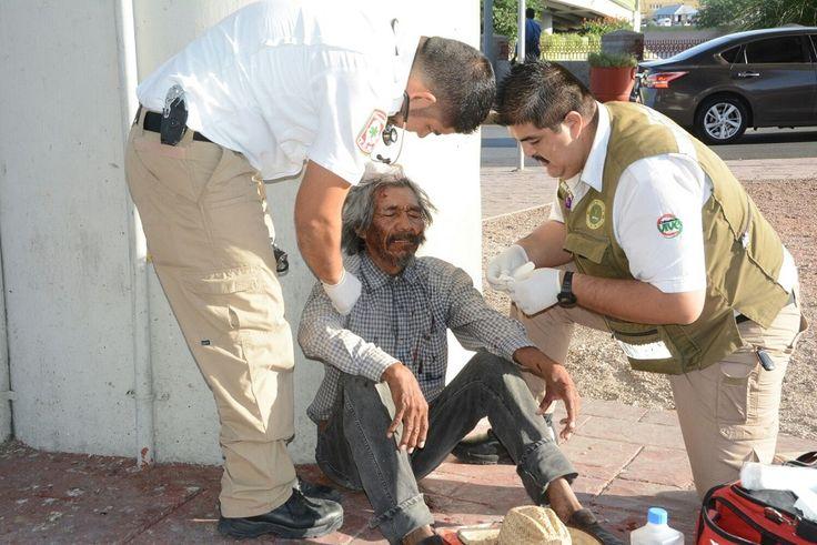 <p>Chihuahua, Chih.- En el cruce de la avenida Teofilo Borunda y Avenida Mirador un hombre de 66 años de edad quedó con lesiones leves luego