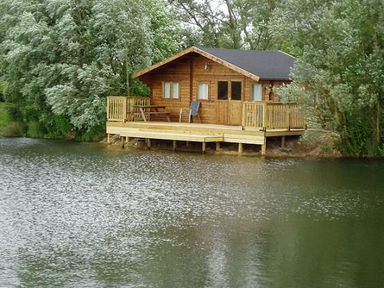 1000 images about cabins and retreats on pinterest for Small survival cabin