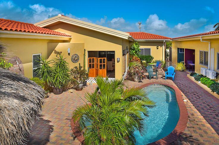 Description: Sfeervol complexje met slechts 4 bungalows voor een vakantie vol tropische zon en grenzeloze gastvrijheid.  Vlekkeloos vakantie vieren in de rust en de authentieke sfeer. Little Paradise Appartementen is een prima plek voor een tropische vakantie in optima forma. De heerlijke rust de authentieke sfeer en gezelligheid geven je het gevoel ergens heel bijzonder te verblijven. Daar dragen ook eigenaren Frank en Rose Marie hun steentje toe bij. Heb je speciefieke vragen zoek je leuke…