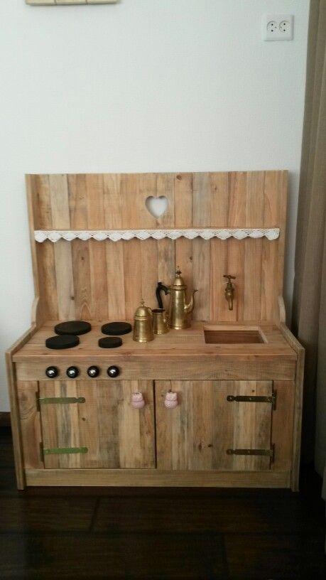 Kinderkeuken van sloophout