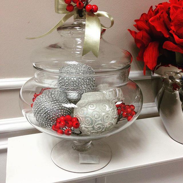Bomboniera Jane w świątecznej aranżacji 🎄 #christmasdecor #glass #bomboniera #red