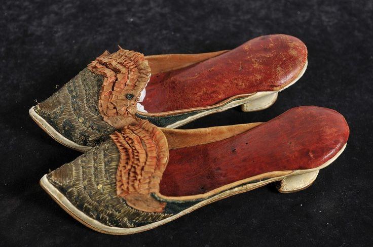 naisten kengät; tohvelit Pampuschier Pampucier Pampuscher | Varsinais-Suomen museot (Musketti) | Finna.fi