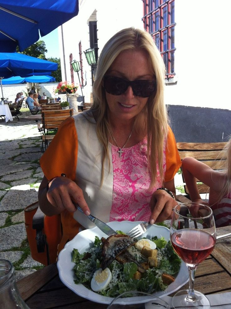 One of Sweden's most celebrated TV hostess visited c/o Häringe Palace. She enjoyed the castle, had lunch on the terrace and lounged by the pool.