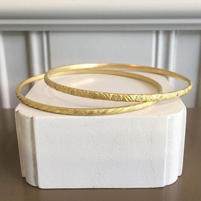 Edith Hegedüs. Gold bangles. Flower with diamonds and Venezia without. Instagram: no10edithhegedus
