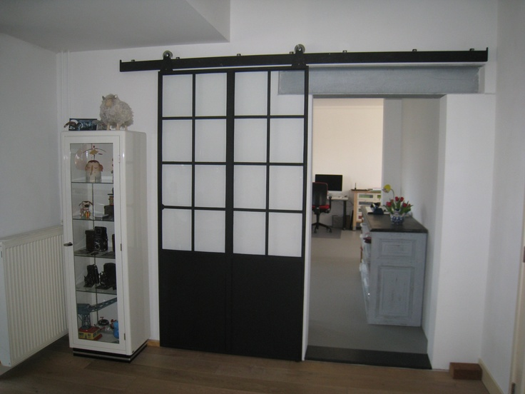 ijzeren deuren, ook als schuifdeur bij jan van ijken Eemnes www.oudebouwmaterialen.nl