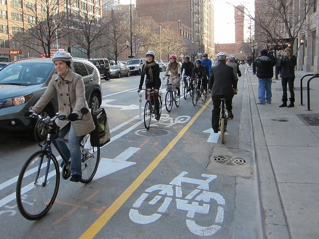 A great day in Chicago: protected lanes open in the heart of the Loop