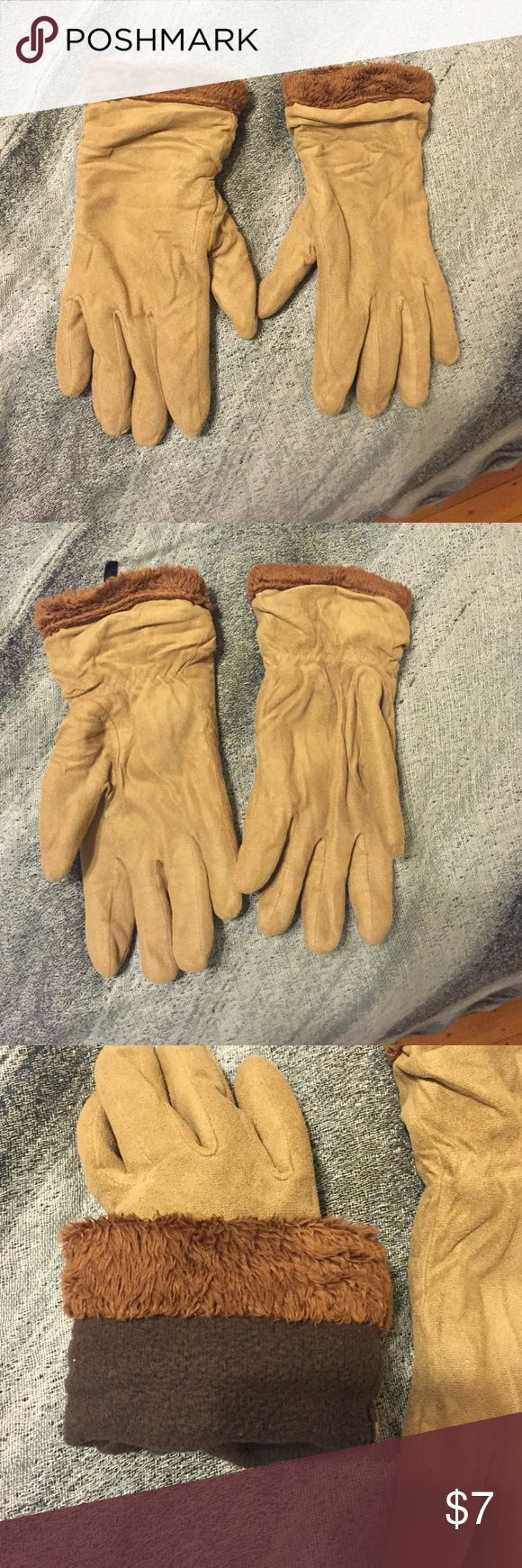 Uniqlo beige gloves. Lightly used. Cozy! Light and dark beige warm gloves. Cozy! Uniqlo Other