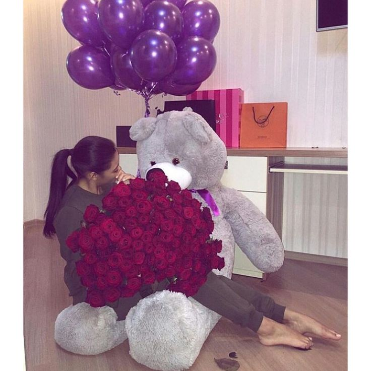 @bg_rrs ✨ surprises // red roses, grey giant bear and purple balloons