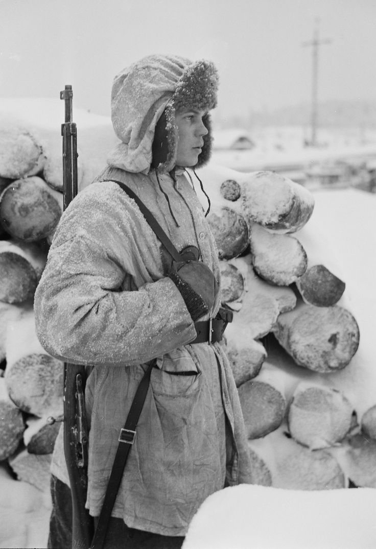 A Finnish soldier on guard duty at the White Sea Canal (January 6, 1942)