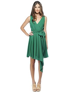 Wonderful, breezy summer dress. Great garden color. Source offers more spring to