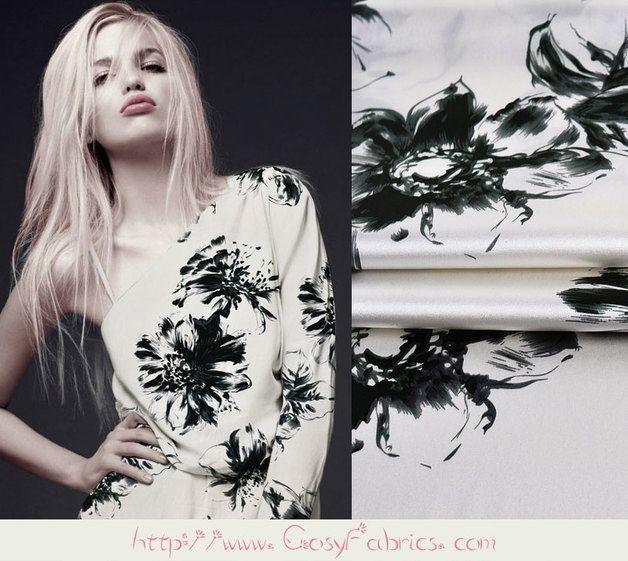 Zwart Bloemenprint Wit Elasthaan Zijde Satijn stoffen, Zomerstoffen, Mode Kledingstof, 1m   Stoffen Aantal: TLD45671087365 Materiaal:93% zijde(Mulberry silk),7% Elasthaan (Spandex) Maat: 108cm...