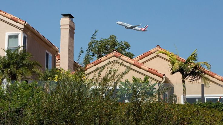 FAA to change John Wayne Airport flight path over Newport Beach after noise complaints, city says - Los Angeles Times