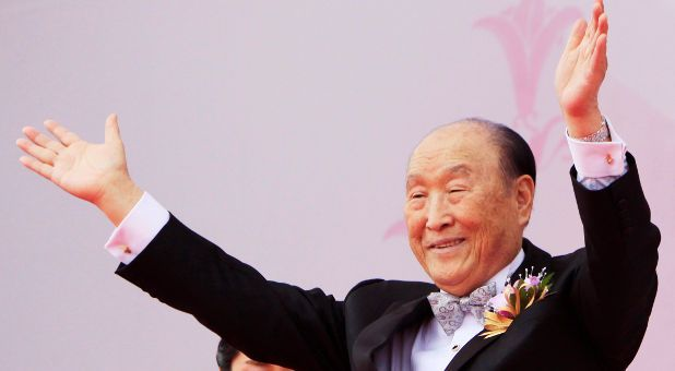 Sun Myung Moon, Mormons and America's Biggest Cult