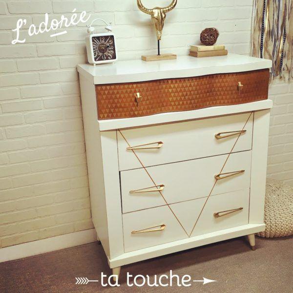 Commode vintage relookée sur mur de briques blanches par ta touche - relooking de meubles sur mesure (atelier situé à Chambly)