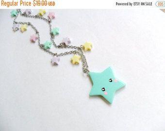 Il sagit dun porte-clé étoile adorable kawaii. Vous pouvez choisir la grande étoile pour être soit vert (illustré), rose, bleu, jaune ou lavande. La grande star est faite en pâte fimo par mes soins. Le trousseau du haut de lanneau vers le bas de létoile est presque 5 pouces de long. :)  Pas pour les enfants de moins de 5 ans.  SIL VOUS PLAÎT LIRE POUR EXPÉDITION TEMPS- MON temps d'exécution dès maintenant est environ 2 à 3 semaines avant l'expédition pour cet article (sauf si vous achetez la…