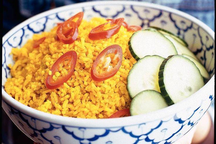 Kijk wat een lekker recept ik heb gevonden op Allerhande! Nasi koening (gele rijst)
