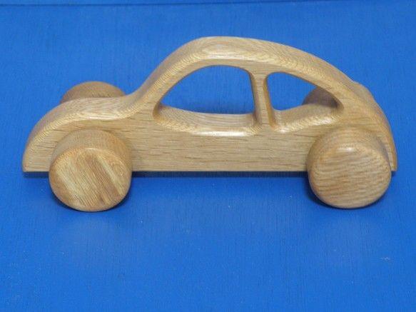 網走地方産の楢(ナラ)を加工して、ボディと車を作りました。オークと言われる素材なので幼児のオモチャとしては丈夫なほうです。高さ80mm長さ200mm幅65mm...|ハンドメイド、手作り、手仕事品の通販・販売・購入ならCreema。