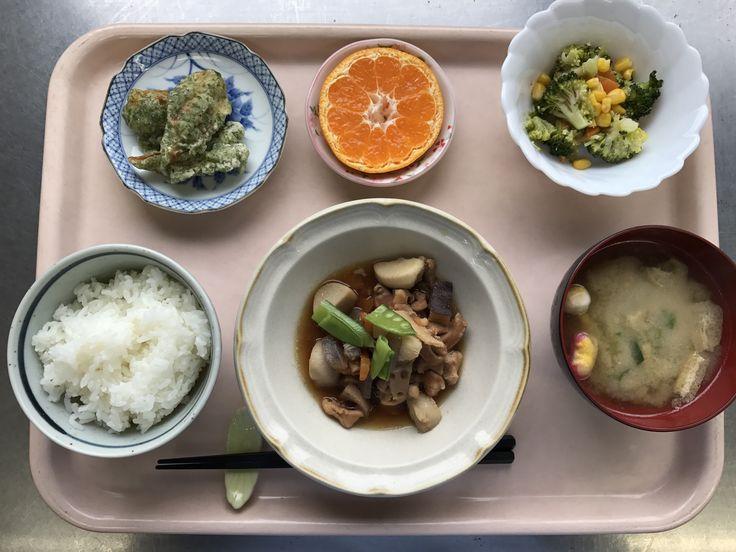 2月22日。炒り鶏、竹輪の磯辺揚げ、ブロッコリーのサラダ、白菜の味噌汁、みかんでした!炒り鶏が特に美味しかったです!627カロリーでした