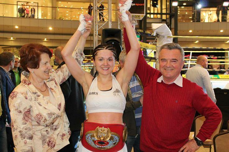 26.04.2014 - Ewa Brodnicka po zwycięstwie Kremeny Petkovej i zdobyciu tytułu Interkontynentalnego Mistrza Świata federacji WBF.