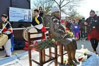 10日、米ワシントンで公開された旧日本軍の従軍慰安婦問題を象徴する少女像(共同)