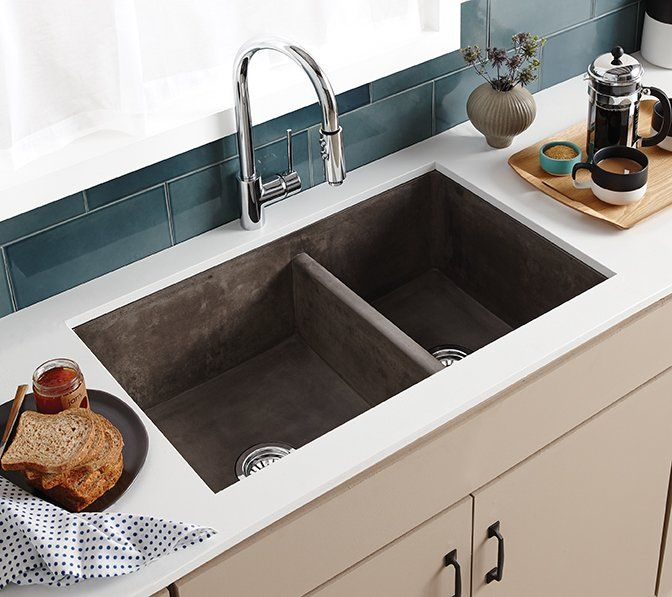 Farmhouse 33 L X 21 W Double Basin Farmhouse Apron Kitchen Sink With Images Farmhouse Apron Kitchen Sinks Apron Sink Kitchen Apron Front Kitchen Sink