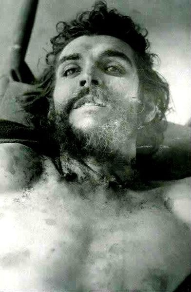 Postmortem photo of Che Guevara.