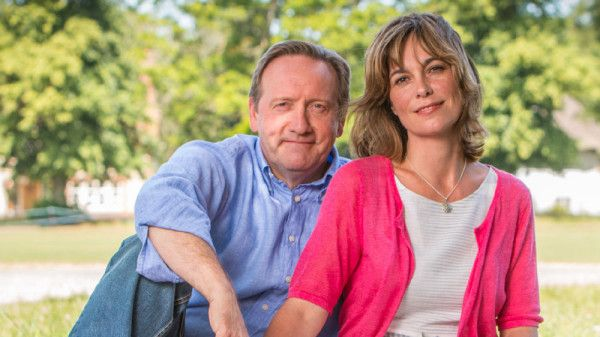 MIDSOMER MURDERS 18 NEIL DUDGEON as DCI John Barnaby and FIONA DOLMAN as Sarah Barnaby