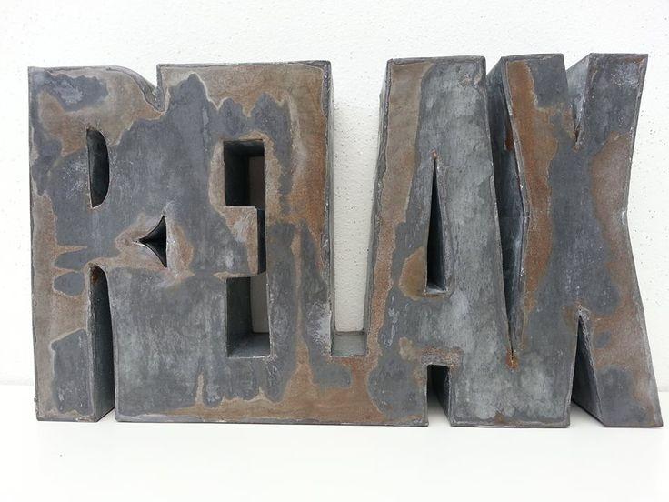 "Zinken woord ""Relax"" .   Afm. 25 x 14 x 5 cm € 12,00  www.facebook/stoeruhzaken.nl"