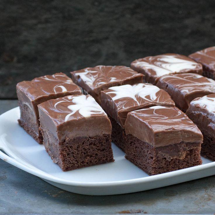 En browniebit som passar både på fika- och efterrättsbordet.