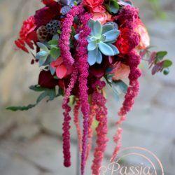 bukiet ślubny z kolorem marsala