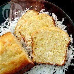 Ik ben dol op citroen en kokos, zodat deze cake perfect is voor mij! Het is meer een cake voor bij de thee dan als dessert.