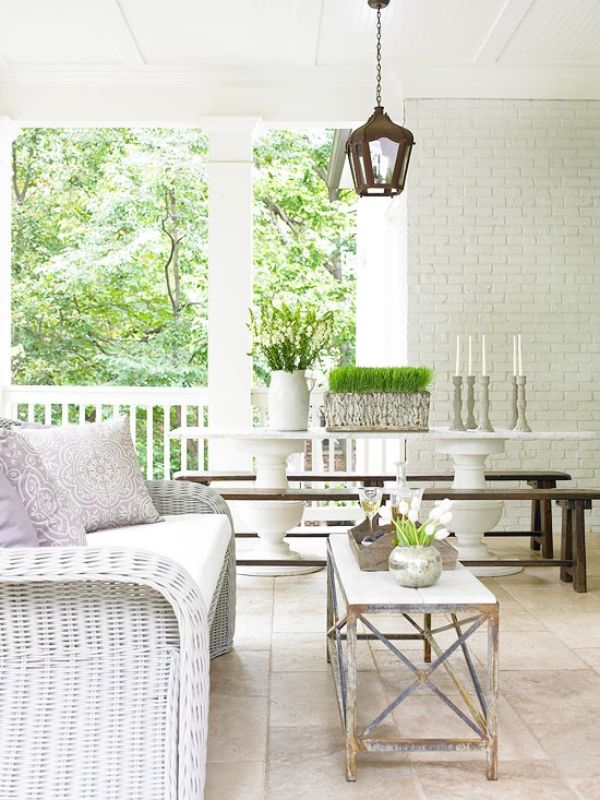 geflochtene möbel-für balkon-weiß puristisch-dekoration mit-pflanzen