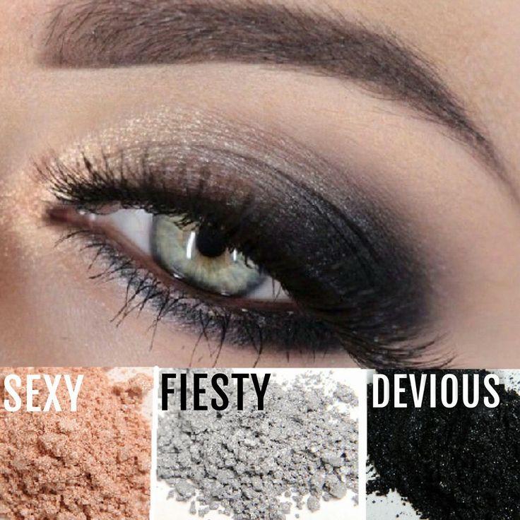 Younique Moodstruck mineral pigment powder eyeshadow