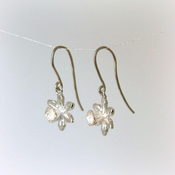 Silver Daffodil Flower Drop Earrings, sterling silver dangle earrings, Handmade Jewelry, Narcissus, Spring Jewellery, Welsh Gift by RockRoseJewellery on Etsy https://www.etsy.com/listing/48250862/silver-daffodil-flower-drop-earrings