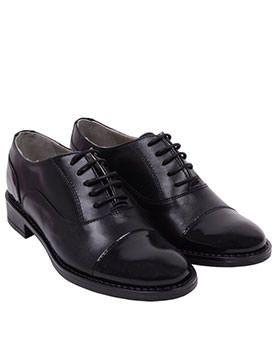 Pantofi Oxford din piele. Pentru a vedea toate modelele recomandate de pantofi Oxford din piele pentru 2014, da click pe poze!