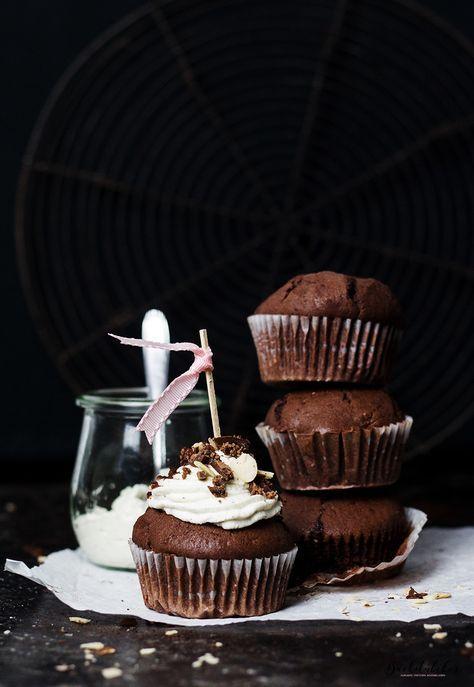 ... chocolate praline cream cupcakes ...