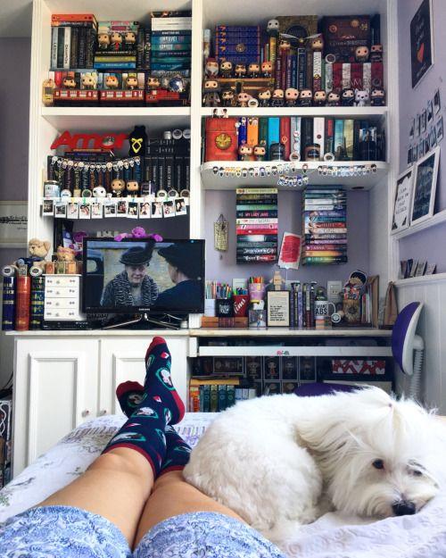Happy Sock Sunday! Bookstagram | Goodreads | Twitter