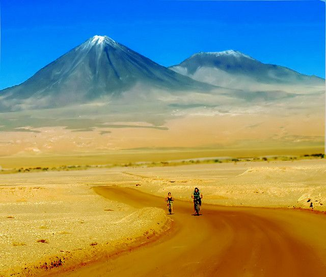 This would be cool to see in person:) Desierto de Atacama - Chile    (Volcán Licancabur - 5.900m)